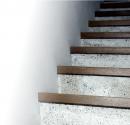 Poličky alebo schody?